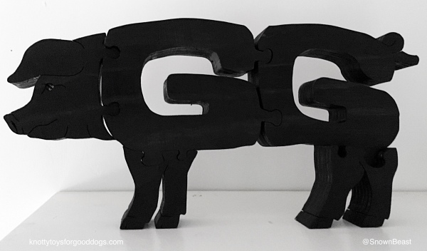 GG the pig wood carving